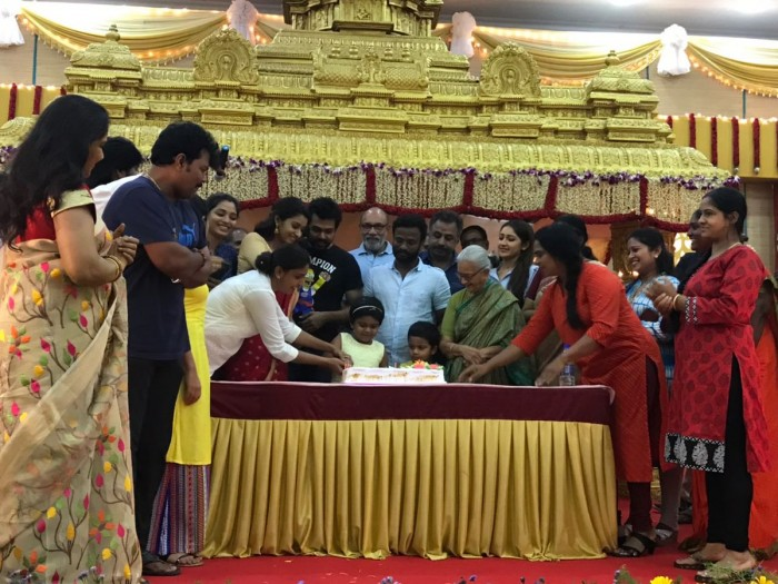 Photos: Karthi and Sayyeshaa wrap up the shooting of Kadaikutty Singam