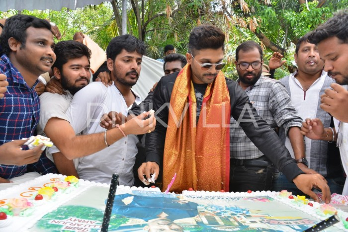 Photos: Allu Arjun celebrates his birthday in style