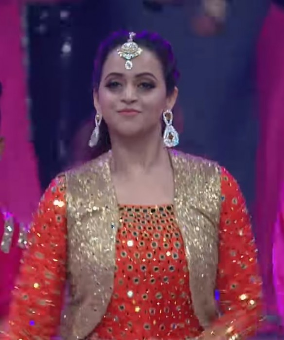 Actor Bhavana makes her first stage appearance post wedding; Impresses with her gracious dance moves
