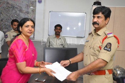 Jeevitha Rajasekhar files a police complaint against social Sandhya in Hyderabad