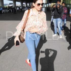 Photos: Hansika Motwani spotted at the airport in Mumbai
