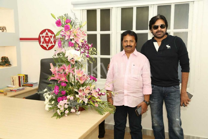17 Years of Kushi: Power Star Pawan Kalyan and producer AM Ratnam meet to celebrate, See photos!