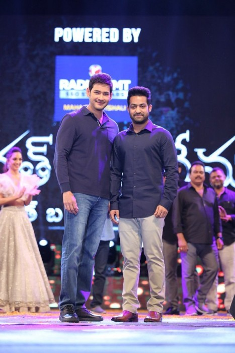 Mahesh Babu and Jr NTR bond big time at the Bharat Ane Nenu audio launch