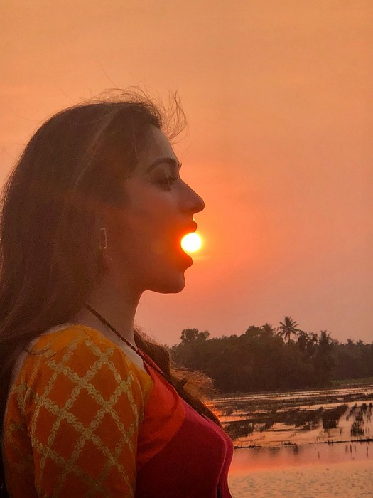 Oru Kuttanadan Blog: Mammootty clicks an awesome photo of the lovely Raai Laxmi