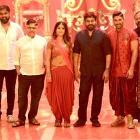 Photo: Chiranjeevi visits the sets of Allu Arjun's Naa Peru Surya