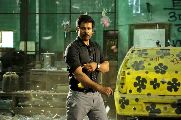 Vikram is mass personified in this new still from Saamy Square