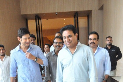 Photos: KTR meets Mahesh Babu, Koratala Siva after watching Bharat Ane Nenu!