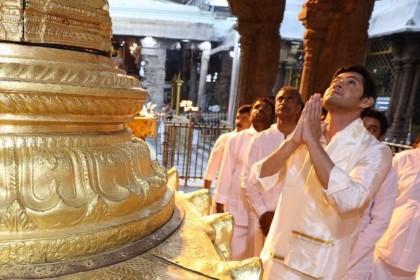 Bharat Ane Nenu actor Mahesh Babu seeks blessings of Lord Venkateshwara at the Tirumala temple