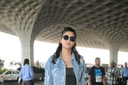 Airport diaries: Shruti Haasan makes a cool appearance!