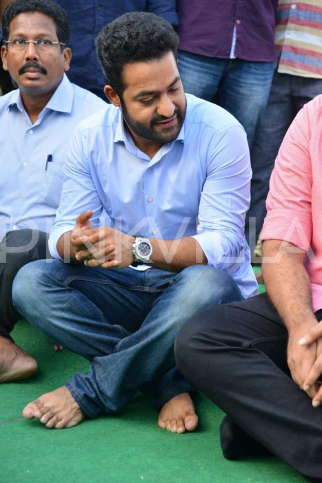 Photos: Jr NTR, Kalyanram and family members pay tributes to iconic actor NTR on his birth anniversary