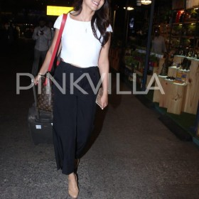 Photos: Shriya Saran makes pretty airport appearance!