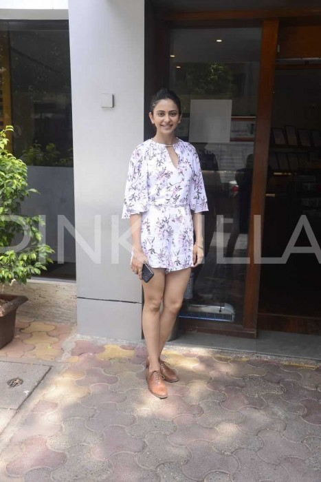 Photos: Rakul Preet spotted at an uptown café in Mumbai