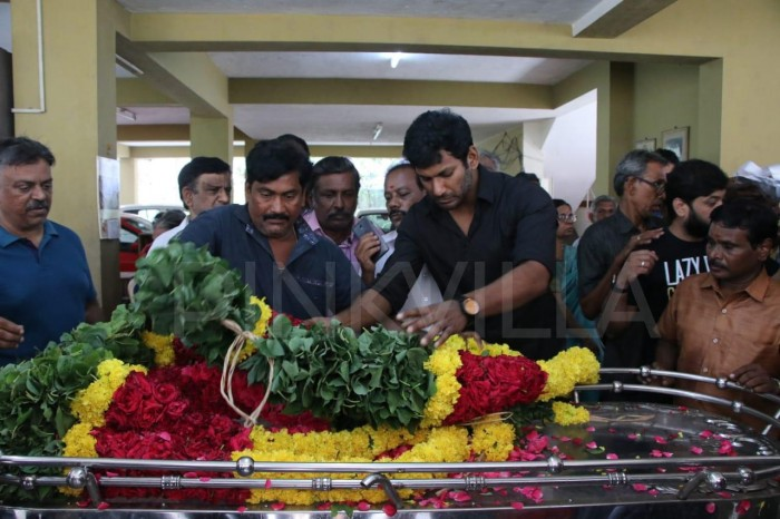 Photo: Kamal Haasan, Vishal pay their last respects to producer-director Muktha Srinivasan