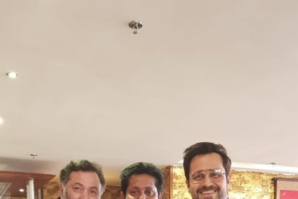 Jeethu Joseph poses with Rishi Kapoor and Emraan Hashmi on the sets of his first Bollywood film