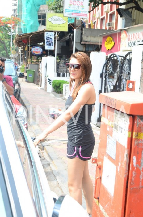 Photos: Hansika Motwani spotted post lunch in Mumbai