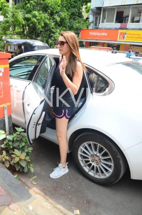 Photos: Hansika Motwani spotted post lunch in Mumbai