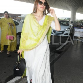 Photos: Hansika Motwani rocks the traditional look gracefully at Mumbai airport
