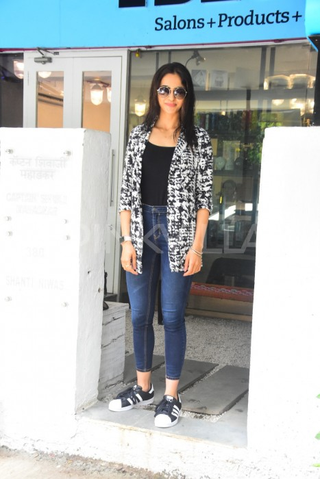 Photos: Rakul Preet spotted outside a salon in Mumbai