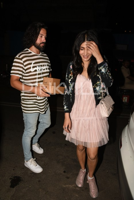 Photos: Shruti Haasan spotted outside a cafe with boyfriend Michael Corsale