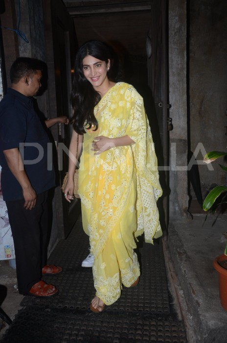 Photos: Shruti Haasan joins the yellow bandwagon, makes a striking appearance in a chikankari sari