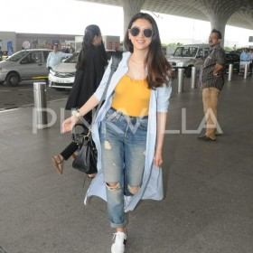 Airport diaries: Aditi Rao Hydari keeps her airport style casual and fuss free
