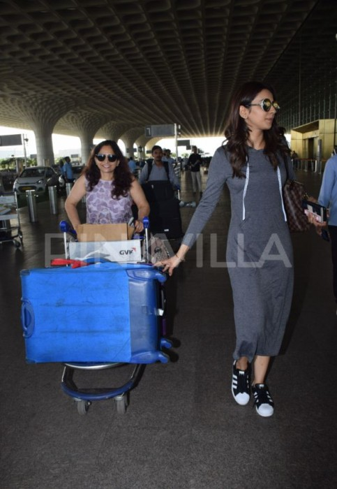 Photos: Rakul Preet spotted at the airport with mom