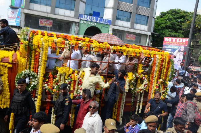 Nandamuri Harikrishna's funeral: Celebrities, politicians and fans pay last respects