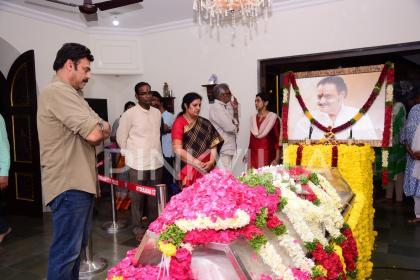 Nandamuri Harikrishna's last journey: Jr NTR, Chandrababu Naidu and other celebrities pay tribute