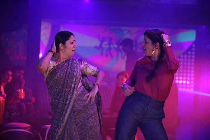 The sensational Malayalam song Jimikki Kammal is a part of Jyothika, Lakshmi Manchu starrer Kaatri Mozhi