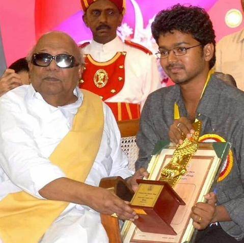 Karunanidhi passes away: Vijay and Keerthy Suresh starrer Sarkar shooting halted in USA