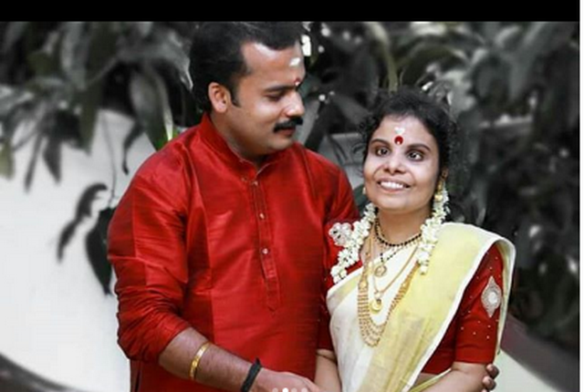 Playback singer Vaikom Vijayalakshmi ties the knot with Anoop