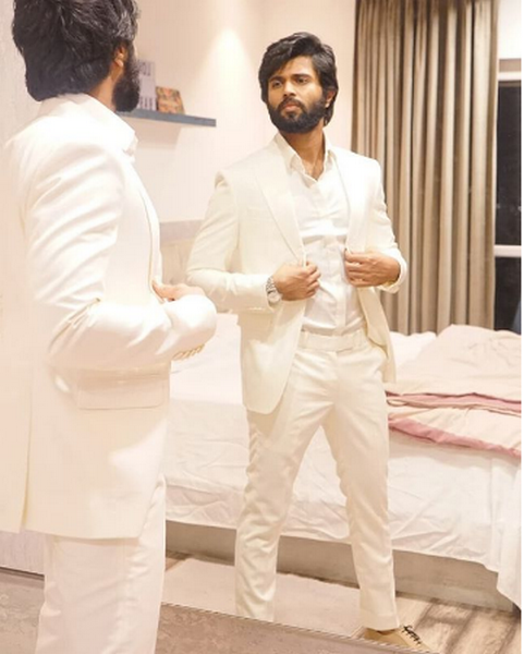 NOTA actor Vijay Deverakonda has a very important message for his fans over online abuse